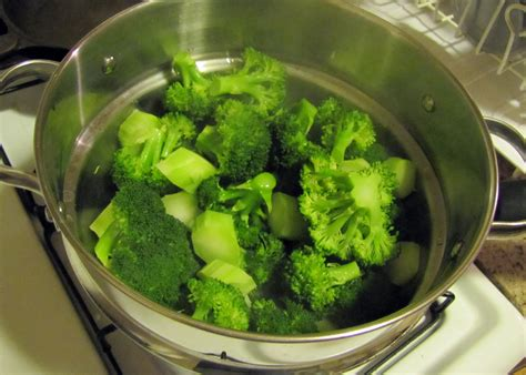 how to steam broccoli smells like food in here broccoli cheese stuffed baked potato