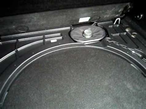 Opel Astra Sports Tourer Infinity Sound System woofer ...