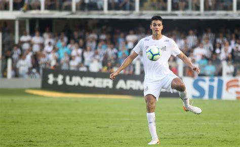 Athletico negocia com Aguilar, ex-Santos   TNT Sports