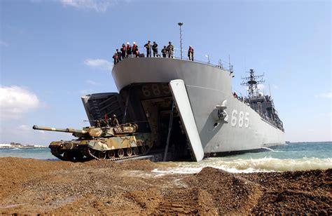 hibious tank spotd amphibious battle tank transport ship sungoonbang