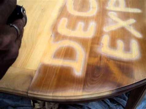 decapage  une table en merisier youtube