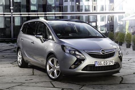 Opel Zafira by 2017 Opel Zafira Facelift Unveiled Photos 1 Of 8