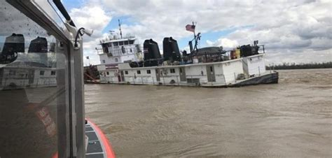 Tow Boat Sinks On Ohio River by Acbl Towboat Allides With Ohio River Lock Workboat