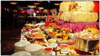 thanksgiving at the disneyland resort 10 reasons to celebrate