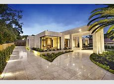 Imposing Luxurious Modern Mansion in Melbourne Wearing