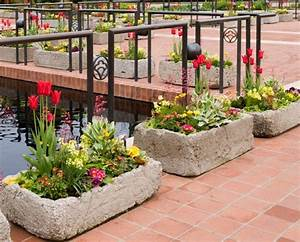 Ideas to decorate garden with waste materials