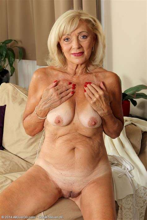 Sexy Mature Nude Kamilla From All Over