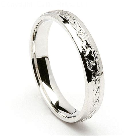 claddagh wedding ring meaning and symbolism resolve40
