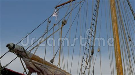 ropes   flag    viking ship gh  uhd
