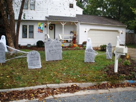 35 Best Ideas For Halloween Decorations Yard With 3 Easy Tips. How To Decorate Walls With Pictures. Living Room Design Ideas. Decorated Sugar Cookies For Weddings. Wood Pallet Wall Decor. Seasonal Home Decor. Rooms For Rent Baltimore. Safari Home Decor. Rustic Family Room Furniture