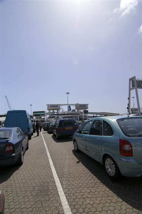 Free Stock Photo 2275-queue for the ferry | freeimageslive
