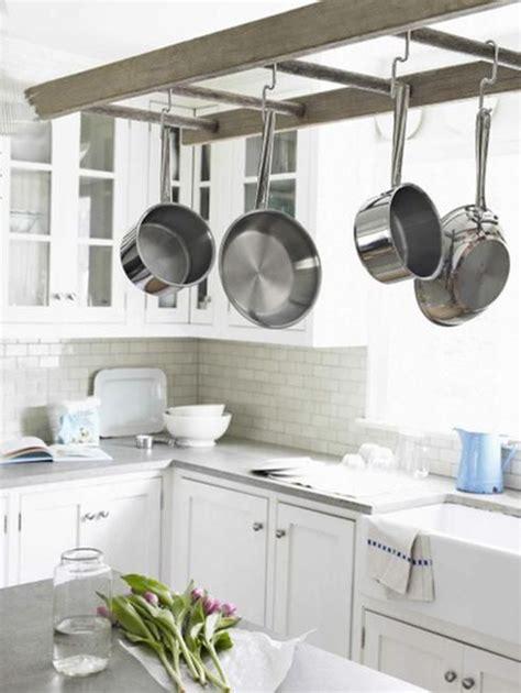 echelle de cuisine 10 façons d 39 intégrer les échelles décoratives un peu partout chez soi cuisine blanche echelle