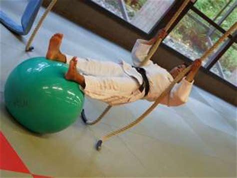 klimmzugstange zum hinstellen judospezifisches krafttraining kraft 252 bungen im judo teil 3 klimmz 252 ge judo