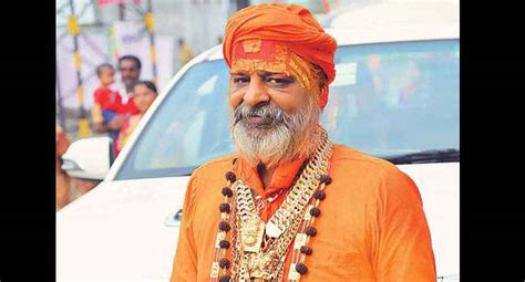 meet golden baba who wore 3 kg gold during ardh kumbh