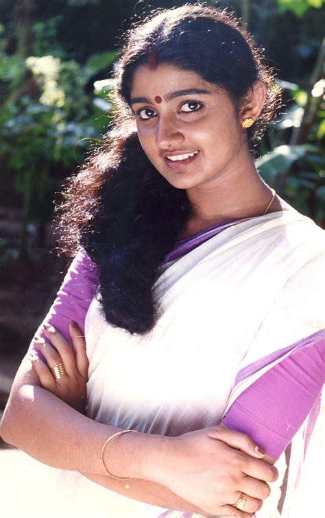 Tollywood movie actress nikita bisht biography news photos videos nettv4u reviewed by. South Indian Actress Wallpapers: South Indian Actress Divya Unni Hd Wallpaper