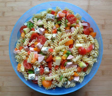salade de pates au cervelas les crocs du loupinet salade de p 226 tes du pique nique