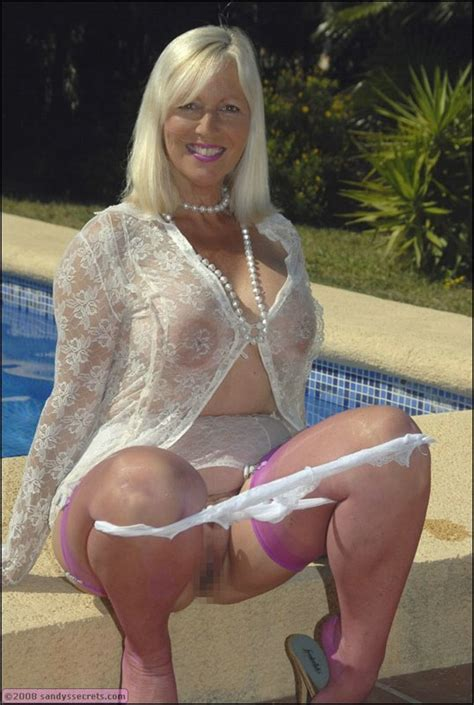 Hot Mature Fatty Goes Outside To Show Off And Pose Wearing