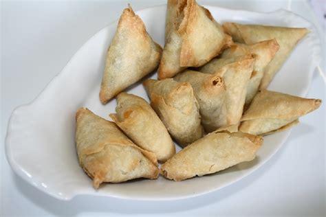entr 233 es tapas cr 233 oles accras de morue beignets de crevettes samoussas bonbons piments