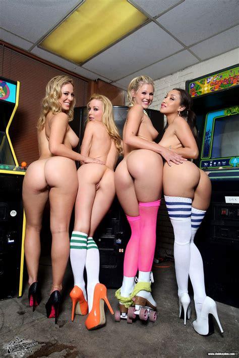 Four Gamer Babes Wadallat