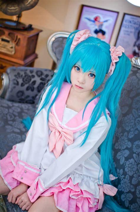 cute hatsune miku cosplay