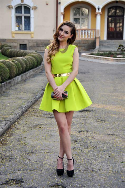 outfits  neon colors   give   unique