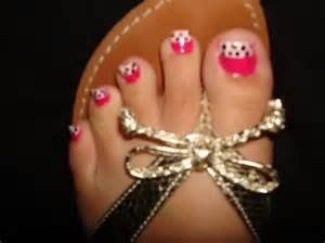Stylish toe nail designs on cute professional