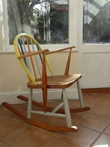 Fauteuil Coquille D Oeuf : 1960s ercol child 39 s rocking chair rocking chair fauteuil bascule peinture coquille d 39 oeuf ~ Melissatoandfro.com Idées de Décoration