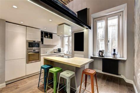 enduit cuisine enduit à la chaux moderne taupe et plafond dans un loft