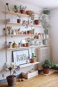 le mur d39 etageres du salon planb par morganours With affiche chambre bébé avec pot de fleur haut design