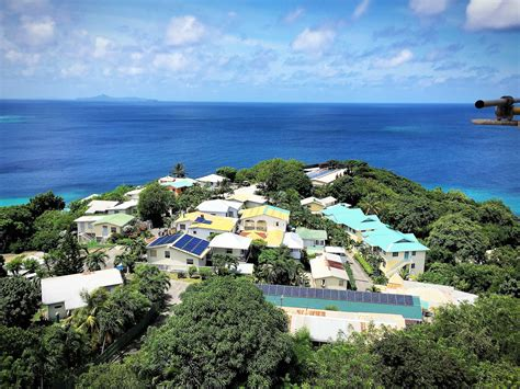 dhybrid mustique stvincent   grenadines