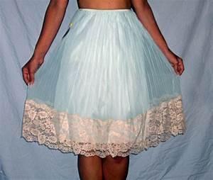 Vintage 1950 Aristocraft Blue W Ecru Lace Medium Half