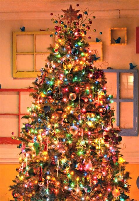 ideas for classic christmas tree decorations happy it 39 s beginning to look a lot like christmas blinds
