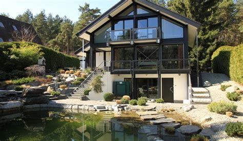 Modernes Fachwerkhaus Präsentiert Haus Am Hang