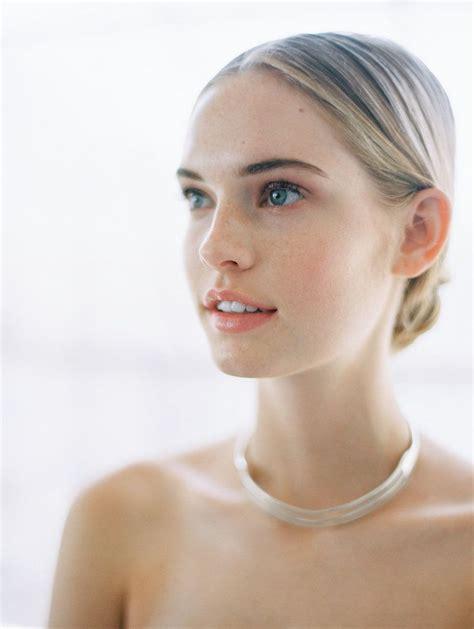 modern minimalist wedding with feminine style minimal