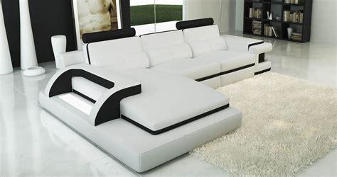 deco in canape d angle cuir blanc et noir design avec lumiere ibiza gauche ibiza blanc noir