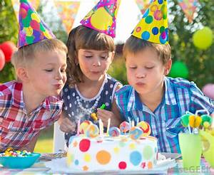 What are the Different Types of Birthday Cake? (with pictures)