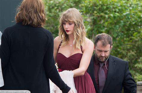 taylor swift   bridesmaid   friends wedding