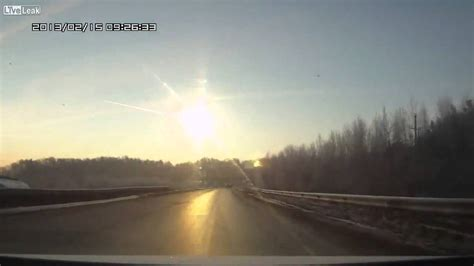 Incredible meteor strike caught on video Russia HD - YouTube