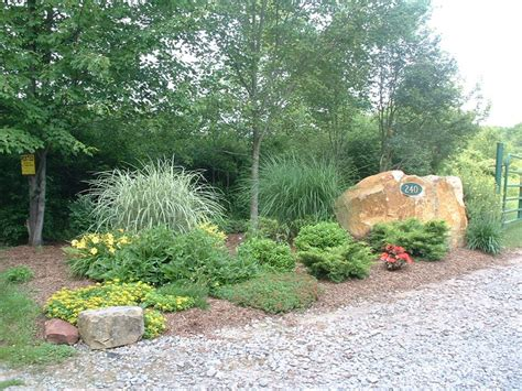 landscaping ideas for entrance driveway best 20 driveway entrance landscaping ideas on pinterest