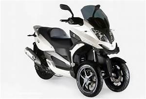 Moto A 3 Roues : pr sentation du scooter 3 roues moto 3 roues quadro 3d 350 ~ Medecine-chirurgie-esthetiques.com Avis de Voitures
