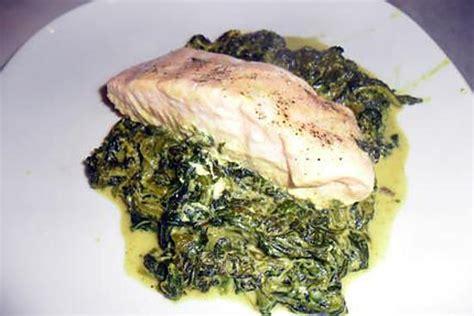 comment cuisiner le turbot recette de pavés de saumon au curry sur lit d 39 épinards