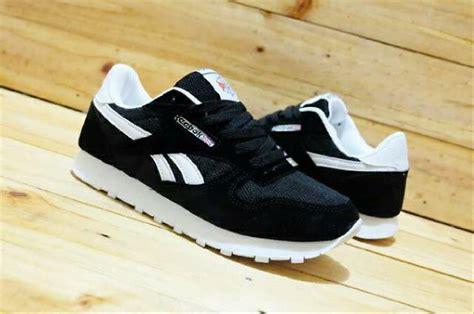 Sepatu Santai Reebok jual reebok classic hitam ar sepatu casual sporty pria