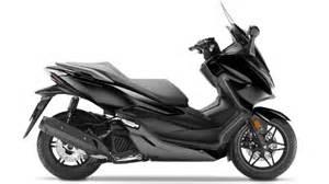 Scooter Forza 125 : specifications forza 125 scooter range motorcycles honda ~ Medecine-chirurgie-esthetiques.com Avis de Voitures
