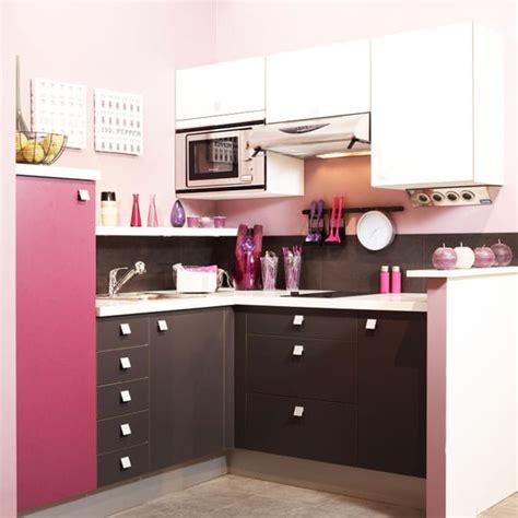 petit de cuisine cuisine féminine une cuisine en et marron à