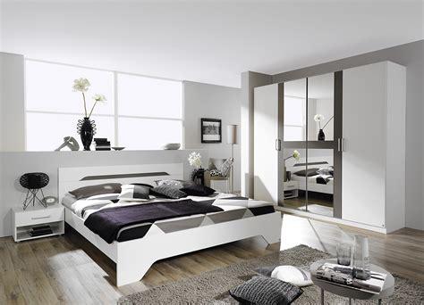 chambre architecte chambre adulte design blanche et grise rudie chambre