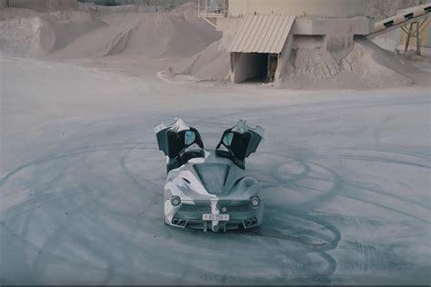 Encuentra el ferrari laferrari y cientos de modelos de segunda mano en autoscout24. LaFerrari Dons Camouflage And Goes Drifting | CarBuzz