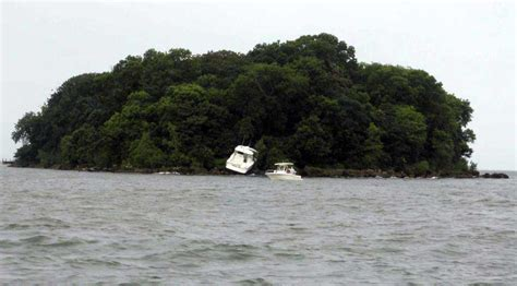Lake Erie Boat Accident by Middle Bass Island Boat Crashes Into Onto Mouse Island