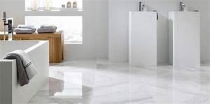 Salle De Bain Marbre Blanc : carrelage les nouveaut s pour la salle de bains femme actuelle ~ Nature-et-papiers.com Idées de Décoration