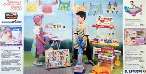 un gars une fille dans la cuisine jouets garçons filles comment en est on arrivé à ces