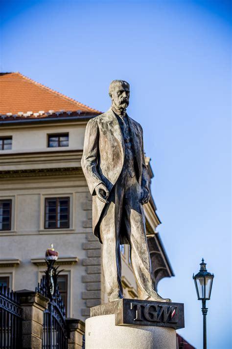 Statue Of Tomáš Garrigue Masaryk Pragueeu